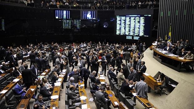 Plenário votando destaques da PEC do Pacto Federativo na última quarta-feira (23/9)