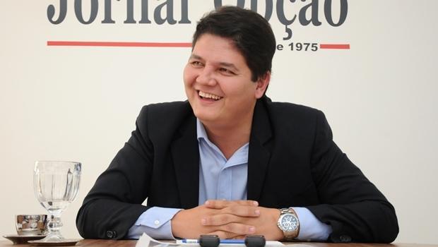 Heuler Cruvinel durante entrevista ao Jornal Opção | Foto: Renan Accioly