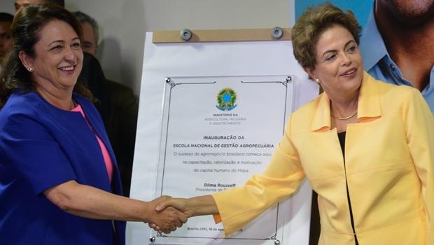 A ministra Kátia Abreu e a presidente Dilma Rousseff durante a cerimônia de inauguração da Escola Nacional de Gestão Agropecuária | Foto: Wilson Dias / Agência Brasil