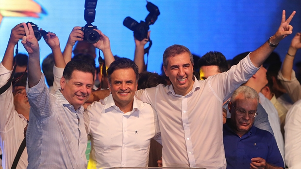 Ao lado de Aécio e Marconi, José Eliton se filia ao PSDB
