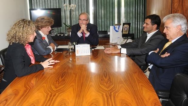 Secretária Ana Carla Abrão, senadora Lúcia Vânia, presidente Eduardo Cunha, deputado Marcos Abrão e presidente do PPS, Rubens Bueno | Foto: divulgação