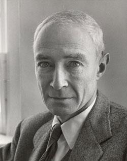 Robert Oppenheimer tentou envenenar um professor e, depois, criou a bomba atômica