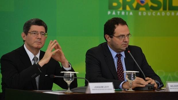 Os ministros da Fazenda, Joaquim Levy; e do Planejamento, Nelson Barbosa; anunciam cortes no Orçamento durante coletiva | Foto: Valter Campanato/Agência Brasil