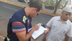 Secretário Jeovalter Correia (de boina) e fiscal | Foto: Prefeitura de Goiânia