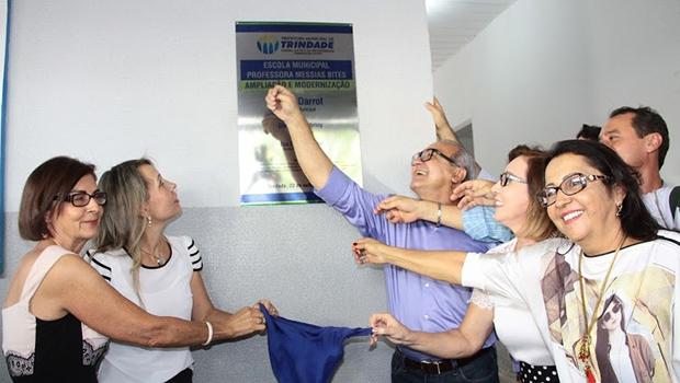 Prefeito Jânio Darrot, primeira-dama Dairdes Darrot, secretária Eva Eny e autoridades descerram placa da nova escola   Iris Roberto