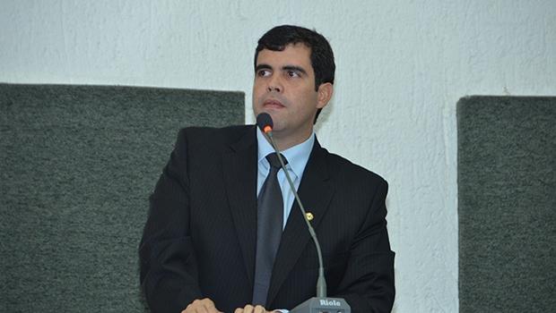 Ricardo Ayres cresceu em Porto Nacional e é advogado com pós-graduação em Ciências Políticas