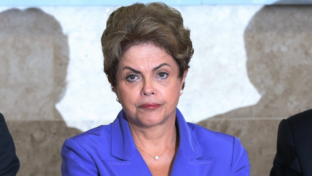"""Dilma chama pedidos de impeachment de """"pedaladas políticas"""""""