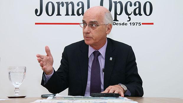 Reitor da UFG vai a Brasília pedir que governo interino reveja cortes no orçamento