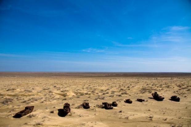 Tudo o que você vê na imagem era coberto da água do Mar de Aral, que já foi o 4º maior lago do mundo: tragédia ambiental provocada pelos soviéticos