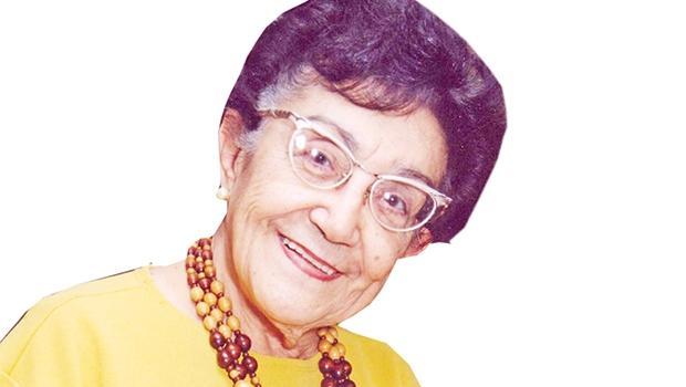 Doutora em Letras pela USP, a paulista Nelly Novaes Coelho já publicou dezenas de livros. Aposentada atualmente, se dedica à pesquisa e análise da literatura contemporânea brasileira e portuguesa