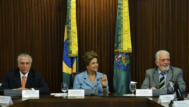 Dilma reúne ministros para discutir conjuntura política