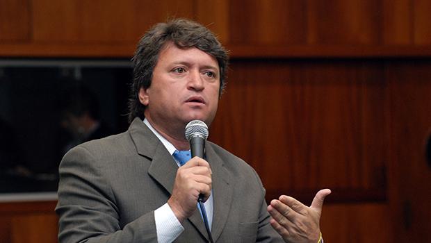 Prefeito de Caldas Novas assina decreto com novos horários de funcionamento do comércio