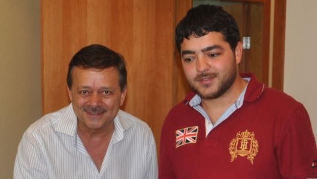 Jovair Arantes e o filho, Henrique, em 2011 | Foto: reprodução / site Jovair Arantes