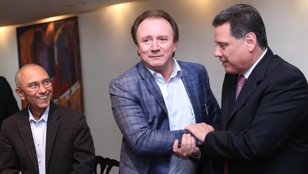 Empresários Ilézio Ferreira e Júnior Friboi, com o governador Marconi Perillo | Foto: Henrique Alves