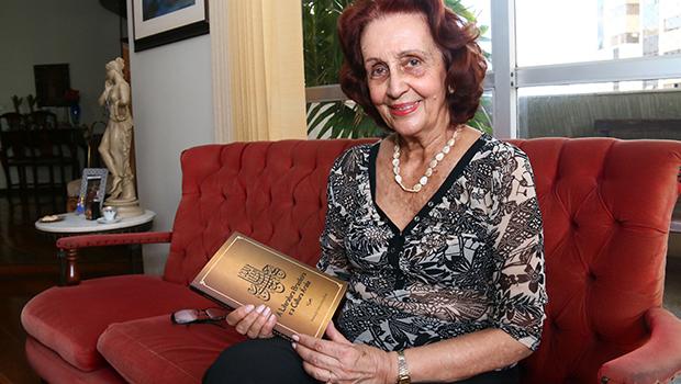 Escritora lança livro sobre a influência árabe na literatura brasileira