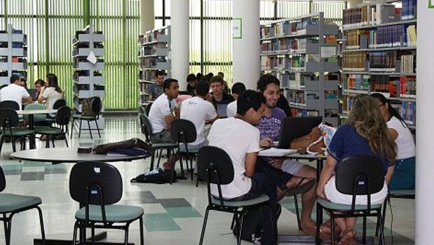 """""""Interessante que 60 a 70% dos nossos alunos pertencem às classes C e D. As pessoas, erroneamente, acham que na universidade Federal do Tocantins estudam apenas classe A"""""""