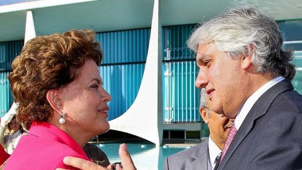Presidente Dilma Rousseff e senador Delcídio do Amaral: o governo perde