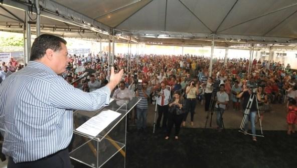 Governador discursa ao púbico | Foto: Lailson Damásio