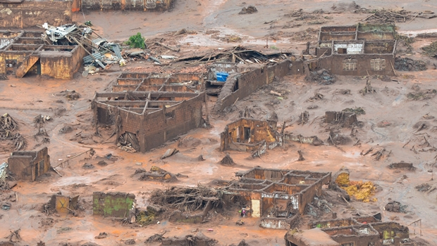 Governo avalia punição a empresas por rompimento de barragens em Minas