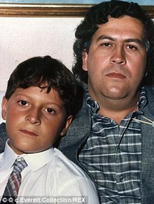Pablo Escobar e Juan Pablo Escobar 2C0DF36C00000578-3224981-Pablo_Escobar_seen_right_with_his_son_Sebastian_Marroquin-m-45_1441660183629