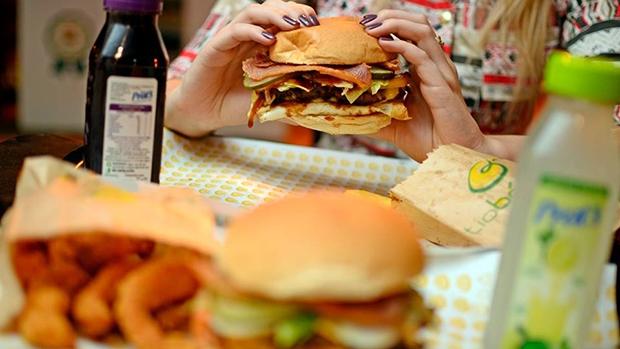 Com início em 2009, a hamburgueria Tio Bákinas já conta com 23 lojas espalhadas pela cidade, número que deve dobrar no próximo ano