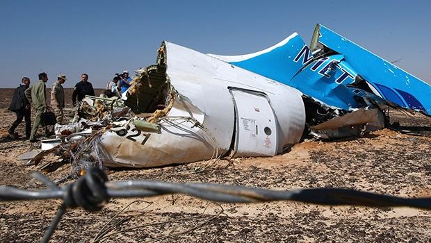 Avião russo pode ter sido alvo de ataque terrorista, o que põe em xeque a propalada segurança egípcia   Russian Ministry for Emergency Situations/AP
