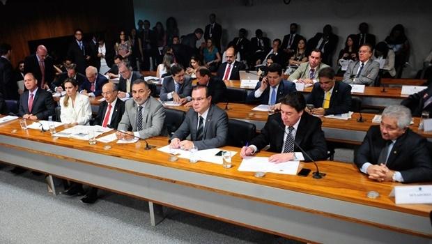 Sessão da Comissão de Serviços de Infraestrutura| Foto: Pedro França/Agência Senado