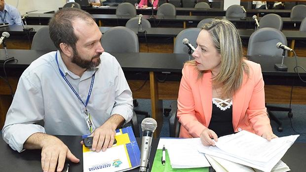 Adriana Accorsi em reunião da CPI que investiga casos de abusos contra menores | Carlos Costa/Assembleia