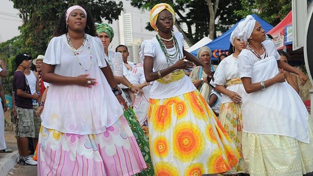 Dandara: ocorreu no país um movimento de reinterpretação das práticas religiosas de matriz africana; atualmente, também estão presentes em diferentes localidades de Goiás