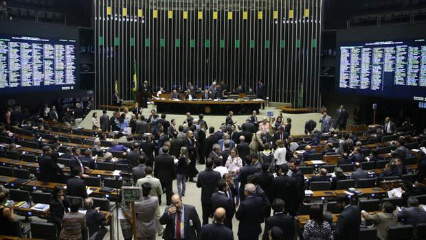 """Mês do """"troca-troca"""" partidário já tem data marcada"""