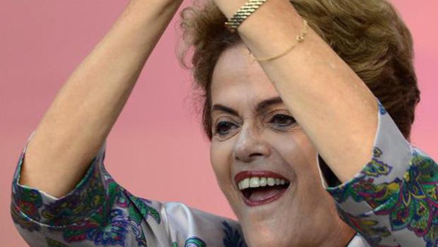 """Dilma: """"Os que querem interromper meu mandato não resistem a pesquisa no Google"""""""