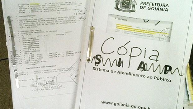 Cópias de duas juntadas de documentos da Europark na Semdus | Fotos: Marcello Dantas/Jornal Opção Online