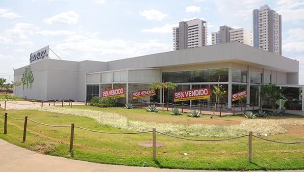Stand de Vendas da Europark, no Parque Lozandes | Fernando Leite/Jornal Opção