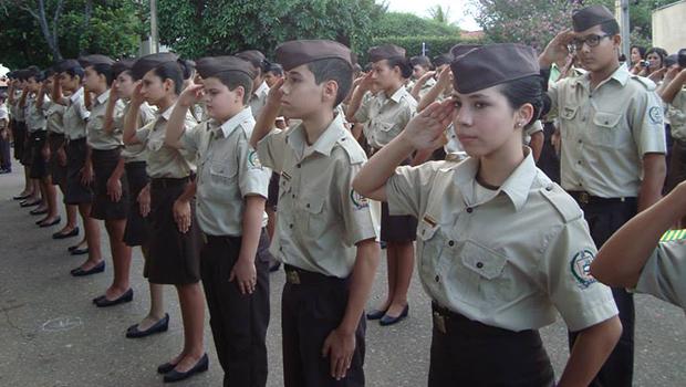 Caiado anuncia implantação de dois colégios militares na região do Entorno do DF