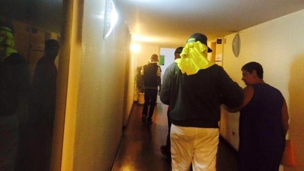 Pessoas com rostos tampados invadiram sede da Secretaria Estadual de Educação, Cultura e Esporte (Seduce) | Foto: Seduce
