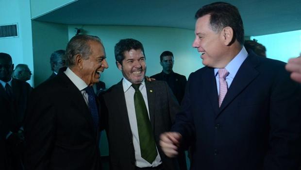 O ex-prefeito Iris Rezende, o deputado federal Waldir Soares e o governador Marconi Perillo se encontram antes do início do evento na Asmego | Foto: Gabinete de Imprensa