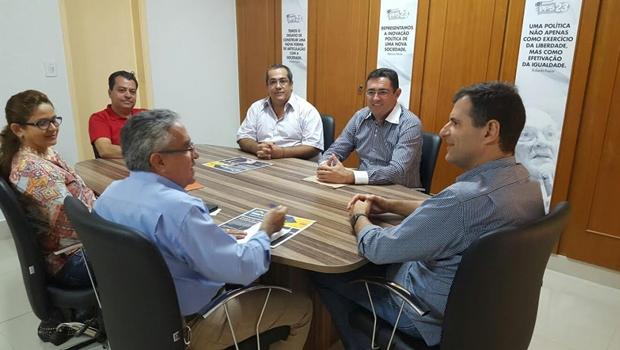 Deputado federal Marcos Abrão (PPS) recebe empresários goianos durante reunião | Foto: Assessoria Marcos Abrão
