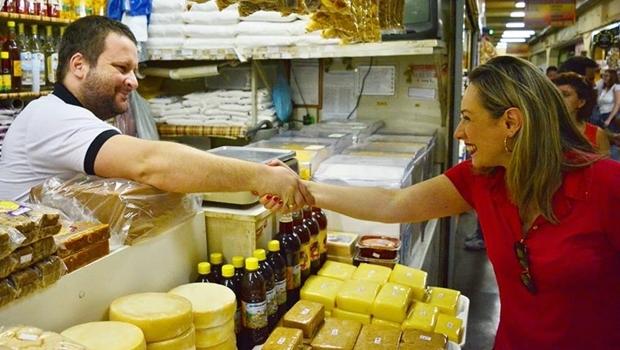 Deputada Adriana Accorsi em visita ao Mercado Central de Goiânia | Foto: reprodução / Facebook