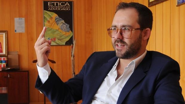 Proposta de redução salarial inicia crise entre Lúcio Flávio e advogados previdenciários