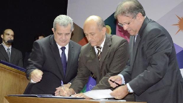 Marcelo Miranda empossa Lyvio Luciano, que vai comandar a pasta responsável pela articulação política do governo   Foto: Divulgação