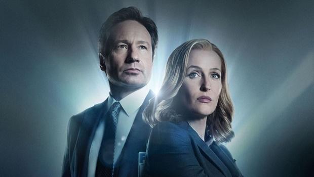 David Duchovny e Gillian Anderson voltam como os agentes do FBI Fox Mulder e Dana Scully para uma nova temporada de seis episódios| Foto: Reprodução