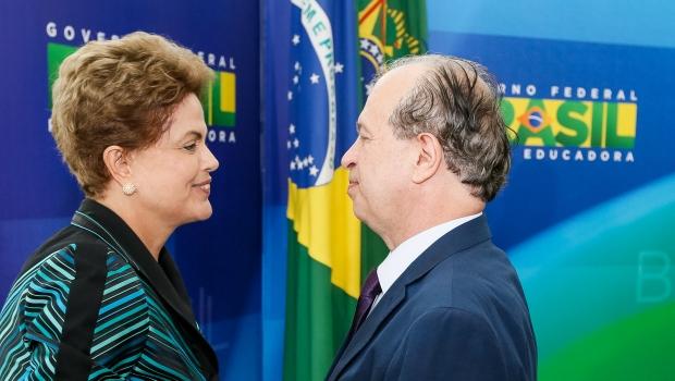 Base pensada pelo governo Dilma, por meio do ex-ministro Renato Janine, está longe de ser alcançar uma pátria educadora