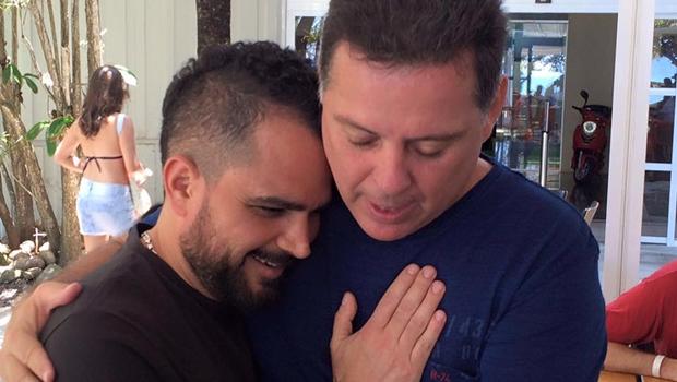 Governador Marconi Perillo (PSDB) se encontra com o cantor Luciano, da dupla Zezé Di Camargo e Luciano, no Rio | Foto: Reprodução/Facebook