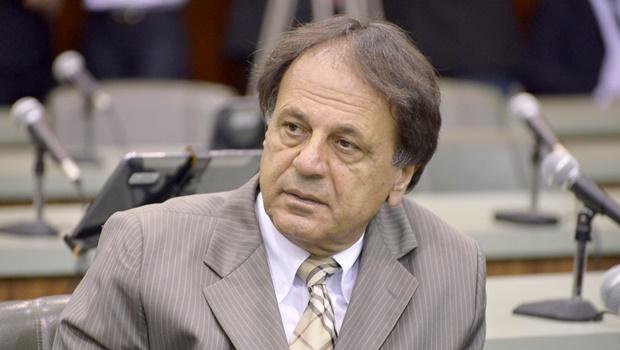 Deputado sugere que Adib Elias é pé-frio e pode detonar campanha de Ronaldo Caiado