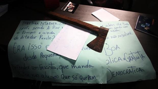 Manifestantes saqueiam, vandalizam e ameaçam direção antes de abandonar IEG
