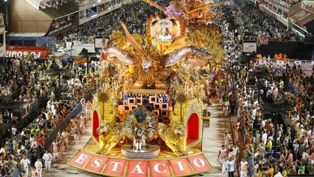 Confira como foi o primeiro dia de desfiles no Rio de Janeiro