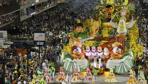 Escola que homenageou Zezé di Camargo e Luciano abre Desfile das Campeãs