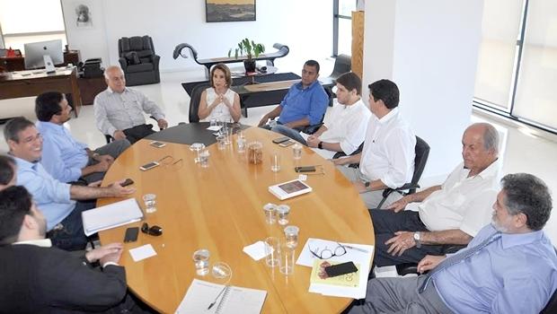 Encontro de Deputados com secretária Raquel Teixeira | Foto: Assembleia Legislativa/ Solimar Oliveira