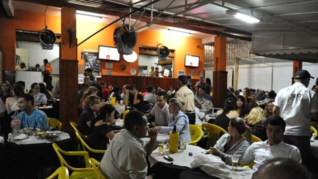 CCJ aprova projeto de lei que obriga bares de Goiânia a fornecerem comanda individual