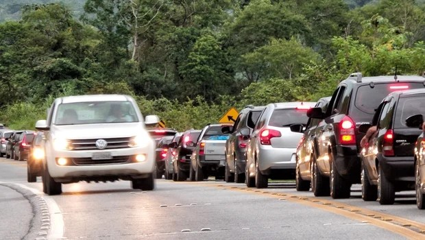 Tráfego é intenso desde cedo nas estradas de Goiás devido ao feriado